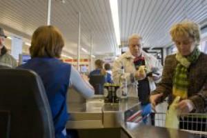 W polskich sklepach brakuje ok. 100 tys. pracowników