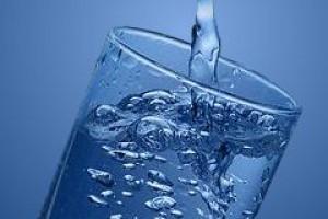 PIH: kranówka nie gorsza od wód butelkowanych