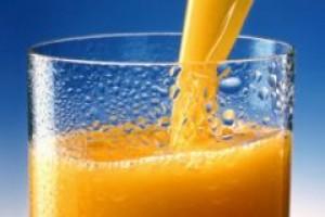 Polacy piją coraz więcej soków, nektarów i napojów