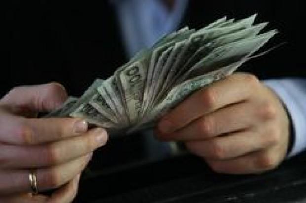 Sklepy na walutach zarabiają więcej niż kantory
