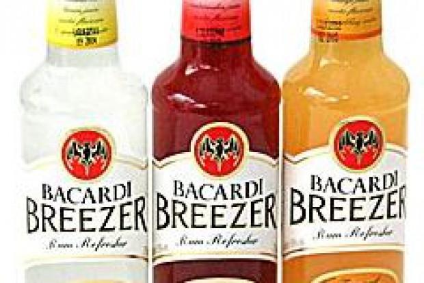 Polacy coraz częściej sięgają po gotowe drinki