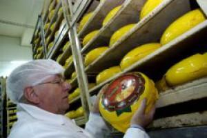 Sieci handlowe niszczą hurtownie mleczarskie