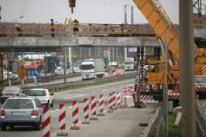 Budowa sieci dróg i autostrad postępuje coraz szybciej