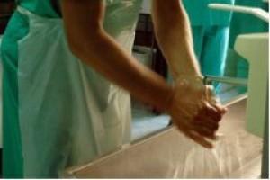 Niedbałość pracowników zagraża higienie w zakładach spożywczych