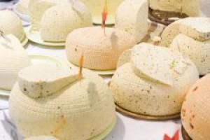 Polser: Zbyt silna złotówka hamuje rozwój branży mleczarskiej