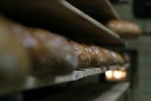 Podejrzanie ciemny chleb w polskich sklepach