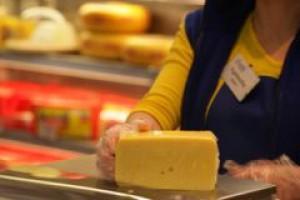 Polacy jedzą coraz więcej serów