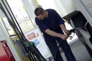 Sieci handlowe inwestują w stacje paliw