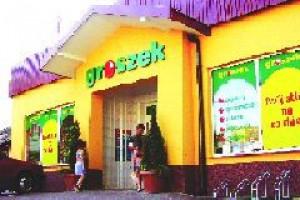 Małym sklepom będzie trudniej konkurować z super- i hipermarketami