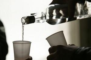 Polacy piją coraz mniej, roczne spożycie czystego alkoholu na głowę spadło z 9 do 6,7 l