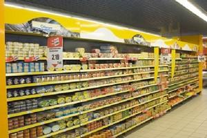 Hipermarkety przegrywają z małymi sklepikami
