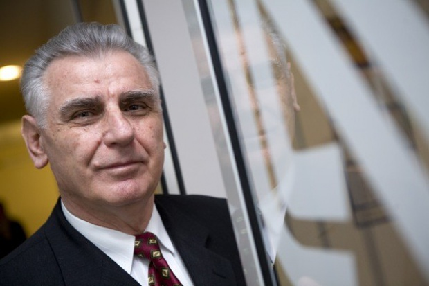 Prezes Lacpolu: Mleczarnie walczą ze sobą o półki w sklepach