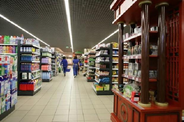 Raport z supermarketów: Mobbing i szantażowanie pracowników grafikiem