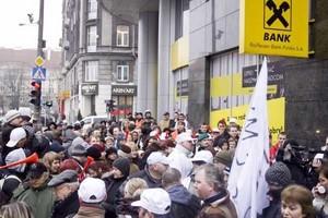 Raiffeisen Bank: Będą rozmowy gdy będzie realistyczny plan naprawczy dla Duda-Bis
