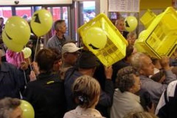 Kryzys przyciąga klientów do polskich sklepów