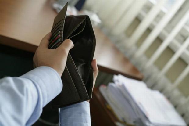 Drobny handel ma problemy z regularnym płaceniem pracownikom