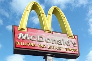 Kryzys to złote czasy dla sieci fast food i dyskontów