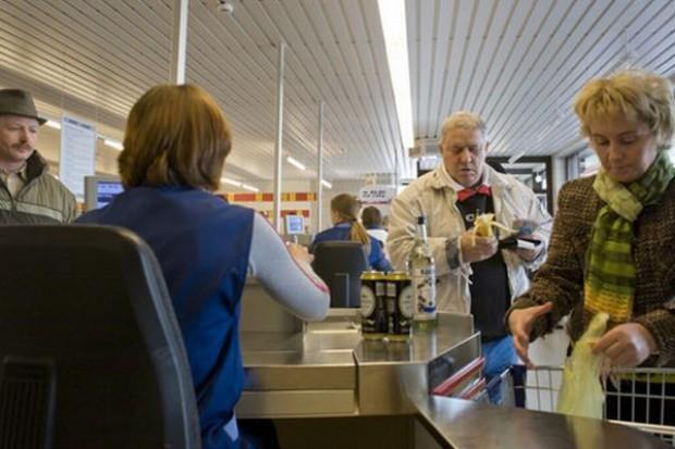 Polacy wydają mniej na zakupy