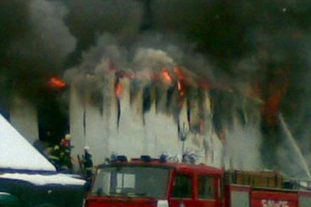 Płonął market E.Leclerc, a ludzie skakali w ogień. Żeby szabrować!