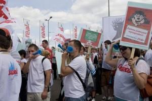 Europejskie związki zawodowe handlu protestują przeciwko wykorzystywaniu kryzysu do obniżek wynagrodzeń w sklepach