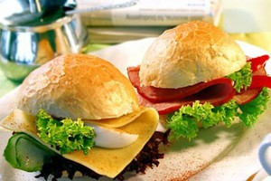 IERiGŻ: Jemy za mało owoców, ryb, drobiu i przetworów mlecznych