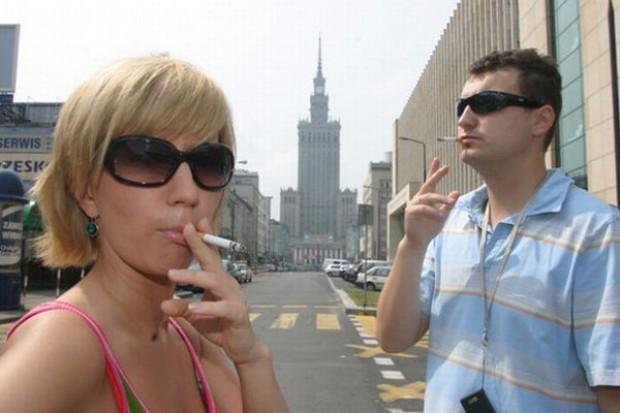 Maleje sprzedaż legalnych papierosów