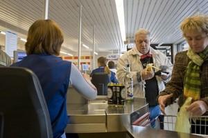 PIP: 90 proc. małych sklepów i co piąty supermarket narusza prawa dotyczące czasu pracy
