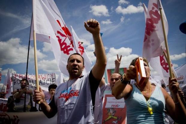 UE: Manifestacja producentów mleka przeciwko niskim cenom skupu surowca