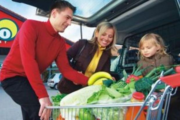 Polacy znów kupują więcej: o 4,5 proc. r/r wzrosła sprzedaż żywności
