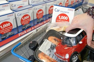 Sieć Tesco rozpoczęła sprzedaż ubezpieczeń komunikacyjnych w swoich polskich sklepach