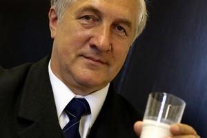 Prezes KZSM: Mam nadzieję, że premier Tusk dotrzyma słowa i rząd nie wycofa się z programu Szklanka Mleka