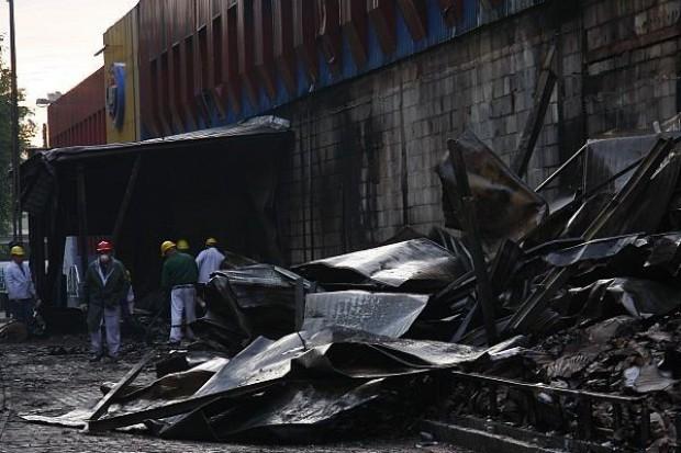 Po pożarze zakłady JBB muszą zutylizować ponad tysiąc ton zwęglonego mięsa
