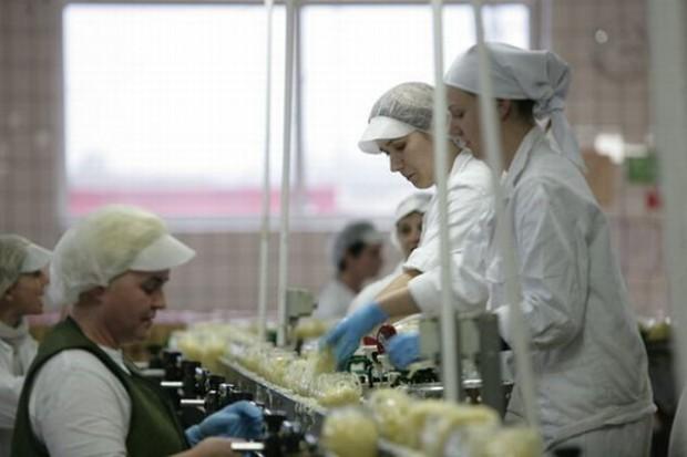 Analitycy: Wynagrodzenia w firmach w czerwcu wzrosły o 2,2 proc., a zatrudnienie spadło o 1,9 proc.