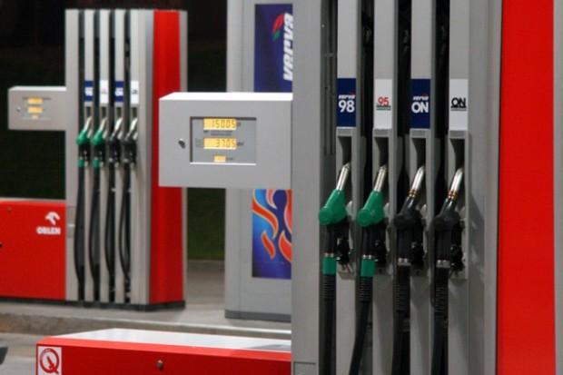 Ceny paliw na stacjach spadły o 3-4 gr/l wobec ub. tygodnia
