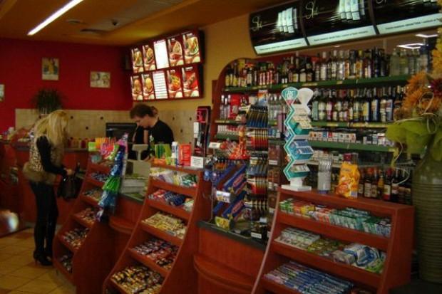 Rośnie jakość obsługi w przystacyjnych sklepach