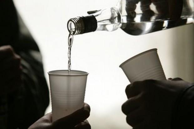 153 tys. Polek uzależnionych od alkoholu