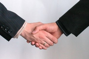 Zakaz uścisku dłoni w szkole z obawy przed A/H1N1