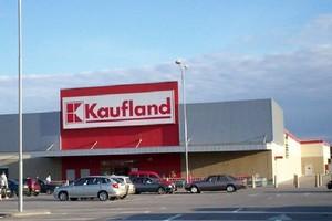 Alarm bombowy w sieci hipermarketów Kaufland