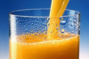 Po raz pierwszy od kilku lat rośnie sprzedaż soków owocowych. Czyja to zasługa? Firmy się spierają