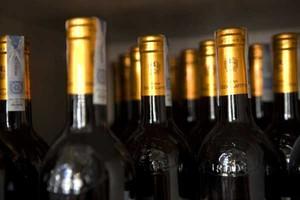 Na rynku jest ok. 50-60 mln butelek win ze starymi banderolami, sieci handlowe i hurtownie nie chcą ich kupować