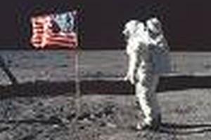 NASA: Amerykanie zbombardują Księżyc