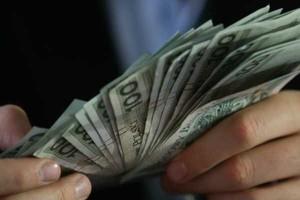 Wzrost średnich wynagrodzeń to wynik zwolnień najmniej wykwalifikowanych pracowników