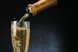 Do końca roku sprzedaż szampana spadnie o 15 proc.