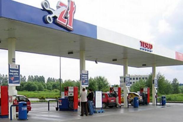 Sieci, by handlować w święta, budują sklepy na stacjach benzynowych