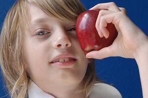 """Tylko w 30 proc. chętnych szkół ruszył program """"Owoce w szkole"""", ARR zapowiada zmiany"""