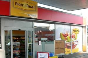 Koniec współpracy. Nie będzie sklepów Piotr i Paweł na stacjach paliw koncernu Shell