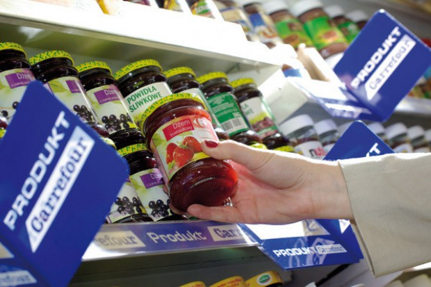 Koszyk cen: Carrefour ostro tnie ceny. W hipermarketach francuskiej sieci coraz taniej