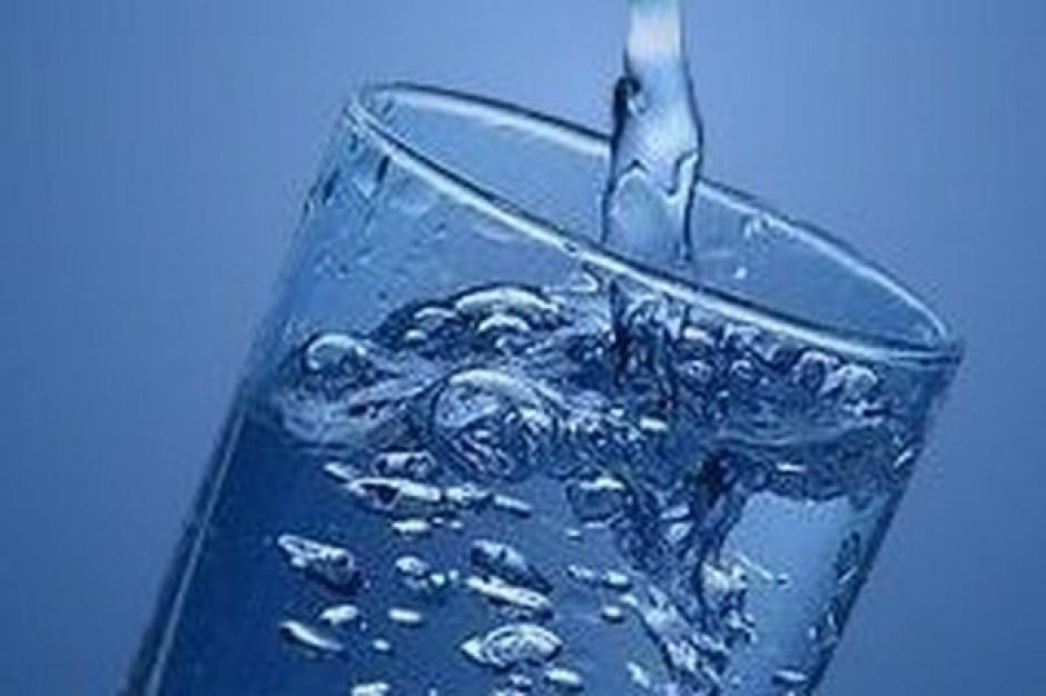 Naturalne wody mineralne i źródlane a woda wodociągowa