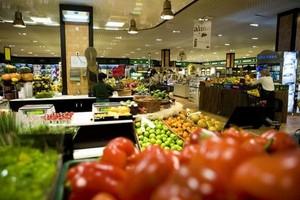 Sprzedaż żywności spadła o 3,3 proc.