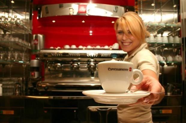 Polacy piją coraz więcej kawy z ekspresu